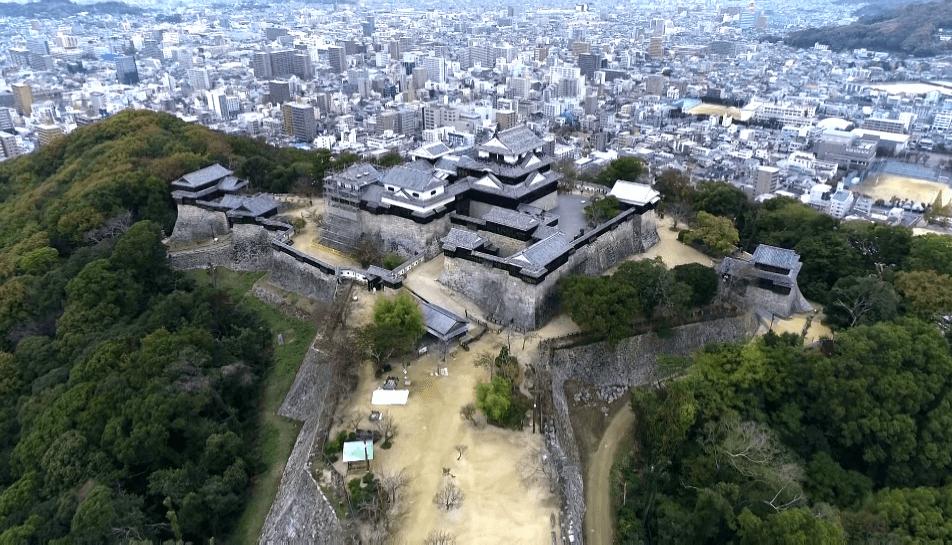 Matsuyama-Castle-01